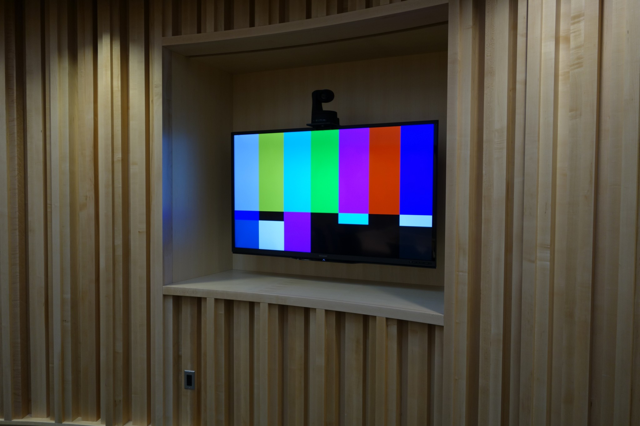 Courtroom – Recessed LCD Screen