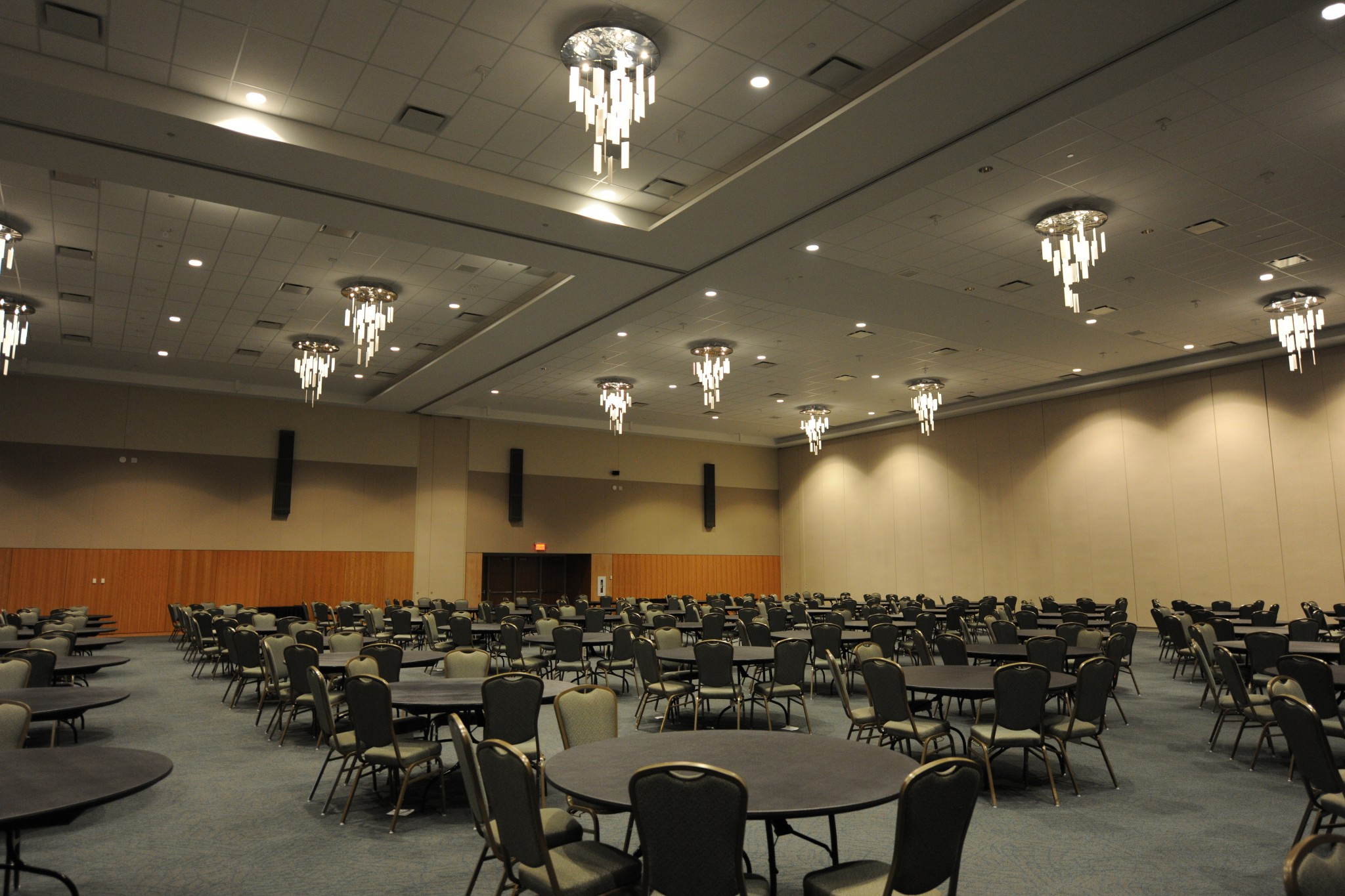 Large Divisible Meeting Room